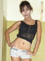 Thai Ladyboy Bee Shower Jerkoff