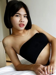 21 yr old shy Thai shemale sucks off tourists cock