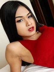 19yo Thai ladyboy Pop gets big white cock up her ass